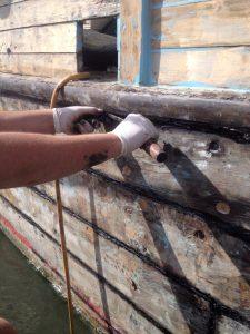 Caulking Wooden boat, applying the oakum