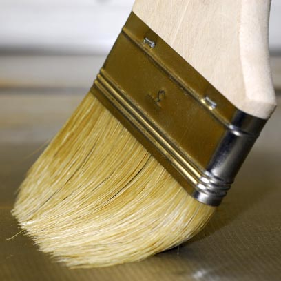 applying varnish different pressure to eliminate brush marks